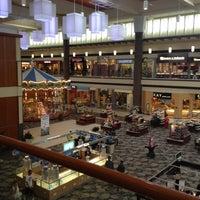 Снимок сделан в Maplewood Mall пользователем Mr. E. 8/14/2012