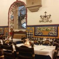 Foto diambil di Café de Tacuba oleh Neto pada 7/9/2012