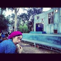 Foto scattata a Griffith Park Free Shakespeare Festival da Devereau C. il 8/26/2012