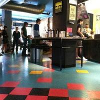 Foto tirada no(a) New Wave Coffee por iSapien 1. em 5/26/2012