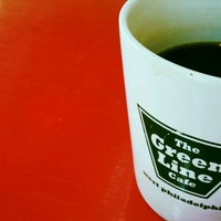 Foto scattata a Green Line Cafe da Paul B. il 6/18/2012