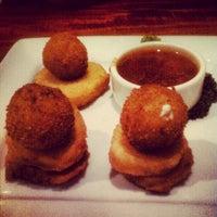 Das Foto wurde bei Hyde Park Bar & Grill von Jake W. am 6/23/2012 aufgenommen