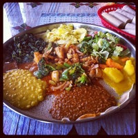 Foto scattata a Queen Sheba Ethopian Restaurant da Crystal C. il 5/26/2012