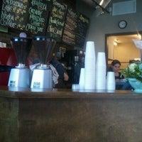 Foto tirada no(a) Coffee, Lunch. por Cristal R. em 8/29/2012