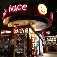 รูปภาพถ่ายที่ Pie Face โดย Veronica D. เมื่อ 5/7/2012