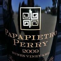 Foto scattata a Papapietro Perry Winery da Melyna H. il 4/28/2012