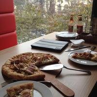 Foto tirada no(a) Mr Pizza por Binh N. em 2/26/2012