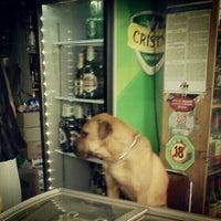 Foto tomada en Minimarket El Vecino por Carlos V. el 5/5/2012