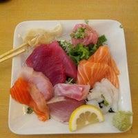 Foto tomada en Tomoe Sushi por Nina el 9/7/2012