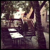 Foto tomada en Evelyn's Restaurant & Bar por Devin H. el 7/11/2012
