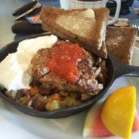 รูปภาพถ่ายที่ Diner Deluxe โดย Andrew F. เมื่อ 7/22/2012