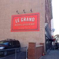 Photo prise au Le Grand Bistro & Oyster Bar par Kelly le2/27/2012