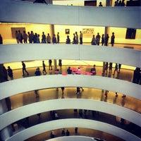 Foto tomada en Solomon R Guggenheim Museum por oscar r. el 8/14/2012