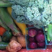 Снимок сделан в Urban Harvest Farmers Market пользователем Geri D. 6/16/2012