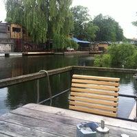Das Foto wurde bei Freischwimmer von Gillian H. am 6/7/2012 aufgenommen