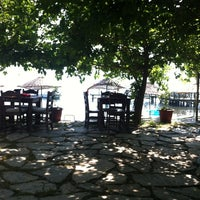 รูปภาพถ่ายที่ Mavi Deniz โดย Esra Ş. เมื่อ 6/25/2012