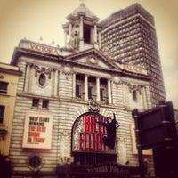 Photo prise au Victoria Palace Theatre par Fabrittzzio K. le8/29/2012
