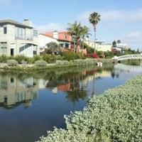 รูปภาพถ่ายที่ Venice Canals โดย Geoffrey S. เมื่อ 6/17/2012