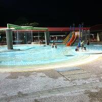 Photo prise au Woodlands Swimming Complex par Min le4/6/2012