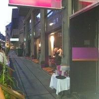 Снимок сделан в más restaurante mexicano пользователем Eva K. 8/17/2012