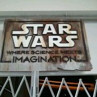 รูปภาพถ่ายที่ Exploration Place โดย Emily M. เมื่อ 7/29/2012