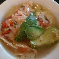 Das Foto wurde bei Guero's Taco Bar von Sonya B. am 4/27/2012 aufgenommen