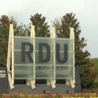 Foto tirada no(a) Raleigh-Durham International Airport (RDU) por Christina S. em 8/1/2012