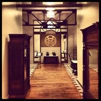 Das Foto wurde bei The Oxford Hotel von Aaron W. am 7/27/2012 aufgenommen