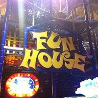 Foto tomada en Frankies Fun Park por Tom S. el 5/5/2012