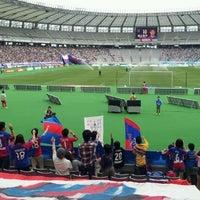 Das Foto wurde bei 味の素スタジアム ホーム側ゴール裏 von yasuzoh am 5/20/2012 aufgenommen