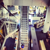 7/7/2012 tarihinde Arturo S.ziyaretçi tarafından Best Buy'de çekilen fotoğraf