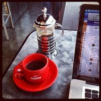 Photo prise au Chazzano Coffee Roasters par Jeff P. le8/16/2012