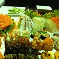 Foto tirada no(a) Kurokawa Sushi Bar por Luanna I. em 5/17/2012