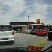 Das Foto wurde bei McDonald's & McCafé von Akmal A. am 3/3/2012 aufgenommen
