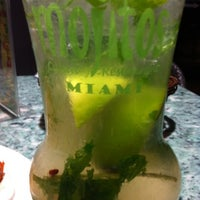 Photo prise au Mojitos Cuban Restaurant par Sharon le2/19/2012
