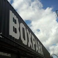 Das Foto wurde bei BOXPARK Shoreditch von Petr H. am 8/14/2012 aufgenommen