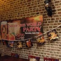 Foto tirada no(a) The Brick: Charleston's Favorite Tavern por Southern Eagle S. em 6/22/2012