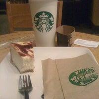 Foto tomada en Starbucks por Danny C. el 4/25/2012