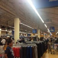 Foto tomada en Walmart por Archi R S. el 9/1/2012
