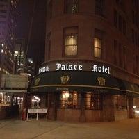 Das Foto wurde bei The Brown Palace Hotel and Spa von Ani J. am 2/22/2012 aufgenommen