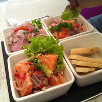 Снимок сделан в Senz Nikkei Restaurant пользователем Sthephane T. 8/18/2012