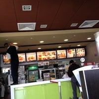 Foto tomada en McDonald's por Ricard0 K. el 8/26/2012