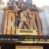 Das Foto wurde bei Dominion Theatre von Fatma A. am 8/20/2012 aufgenommen