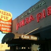 Foto scattata a Casa Bianca Pizza Pie da Richard il 7/8/2012