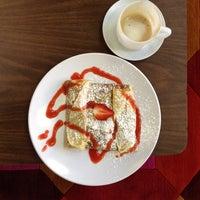 Das Foto wurde bei Coffy Café von Edward D. am 3/2/2012 aufgenommen