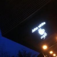 Foto diambil di John White cafe oleh JaeEun B. pada 5/24/2012