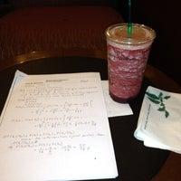 Photo prise au Starbucks par Alican B. le7/17/2012