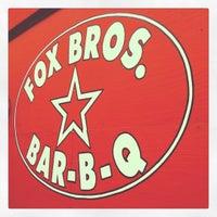 รูปภาพถ่ายที่ Fox Bros. Bar-B-Q โดย Gin H. เมื่อ 4/19/2012