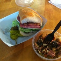 Das Foto wurde bei Tony Caputo's Market & Deli von Trey S. am 2/9/2012 aufgenommen