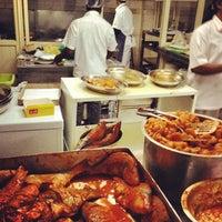 รูปภาพถ่ายที่ Bu Qtair Restaurant โดย Brian S. เมื่อ 4/21/2012